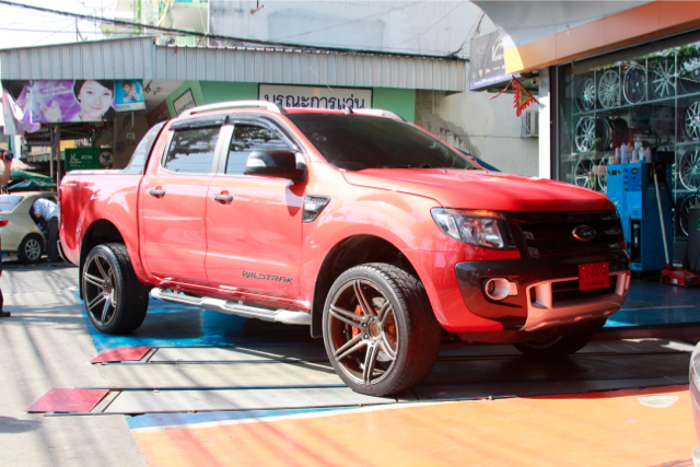 COSMIS Iconic Series Model ZR-6 in FORD Ranger