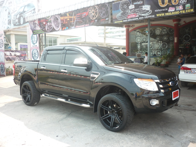 COSMIS Iconic Series Model ZR6 in FORD Ranger