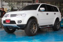 COSMIS Iconic Series Model ZR-5 in MITSUBISHI Pajero Sport